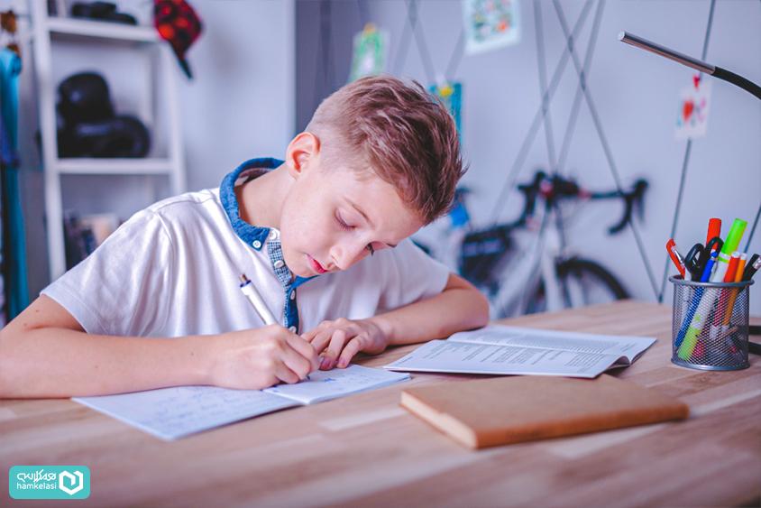 تکالیف الکترونیک در سیستم مدیریت مدرسه
