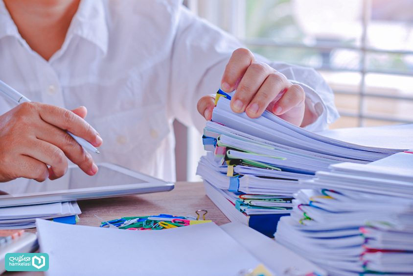 سیستم ثبت نمرات الکترونیک چطور باعث صرفهجویی در هزینهها میشود؟